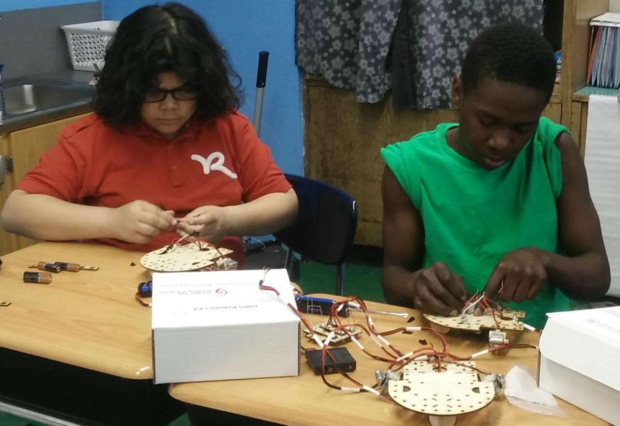 Students put together a circuit in a NYAS demo